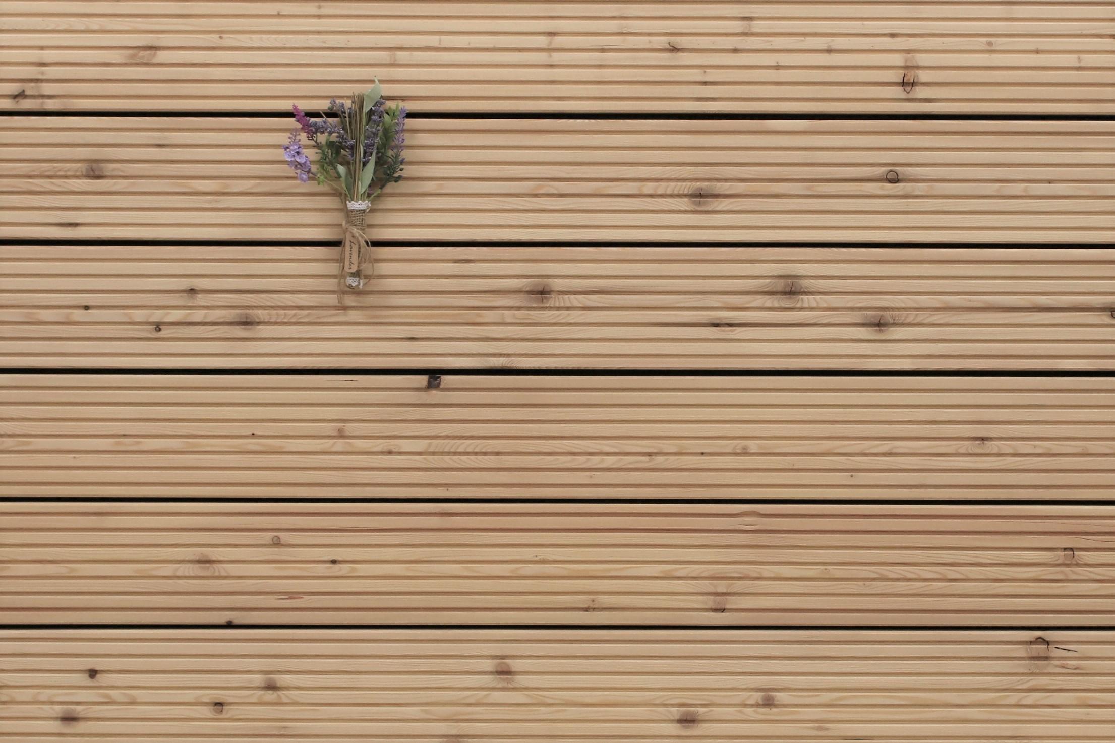 Holzterrasse Sibirische Lärche, grob genutet, AB Sortierung, 26 x 143 bis 6000 mm Dielen, Holz Bretter für die Terrasse, 6,95 €/lfm